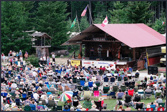 Pictures_from_Darrington_Bluegrass_Fest._2004_173border.jpg